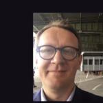 Paweł Kozłowski berichtet von verschiedenen Ferndolmetsch-Einsätzen, unter anderem am Flughafen